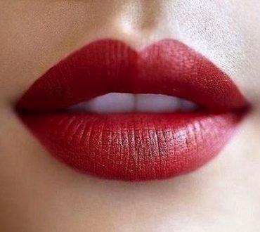 Cum să faci ca un ruj să reziste mai mult timp pe buze