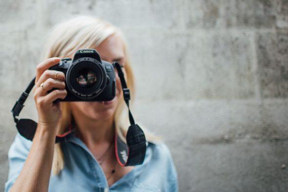 Accesorii esentiale pentru camera foto pentru a face poze perfecte